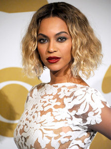 7 Beauty Looks Only Beyoncé Can Pull Off