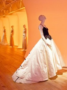 A First Look at the New Oscar de la Renta Exhibit