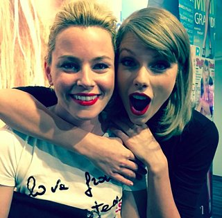 Elizabeth Banks's Message For Taylor Swift 2015