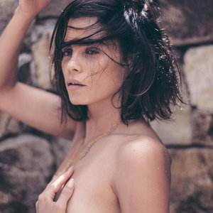 Jenna Dewan-Tatum Poses Topless for Channing Tatum in Sexy, Fresh-Faced Photo