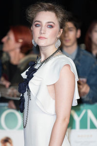 Saoirse Ronan shines in Brooklyn