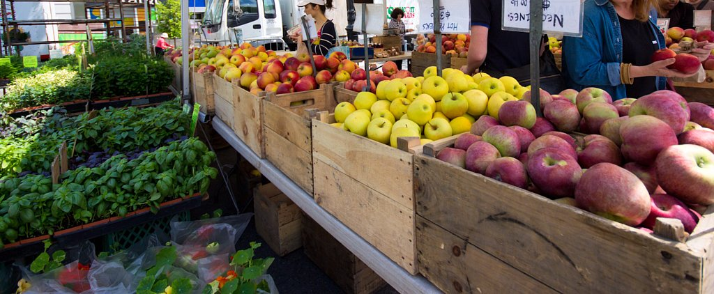 Why You Should Buy Produce at a Farmers Market All Year Round