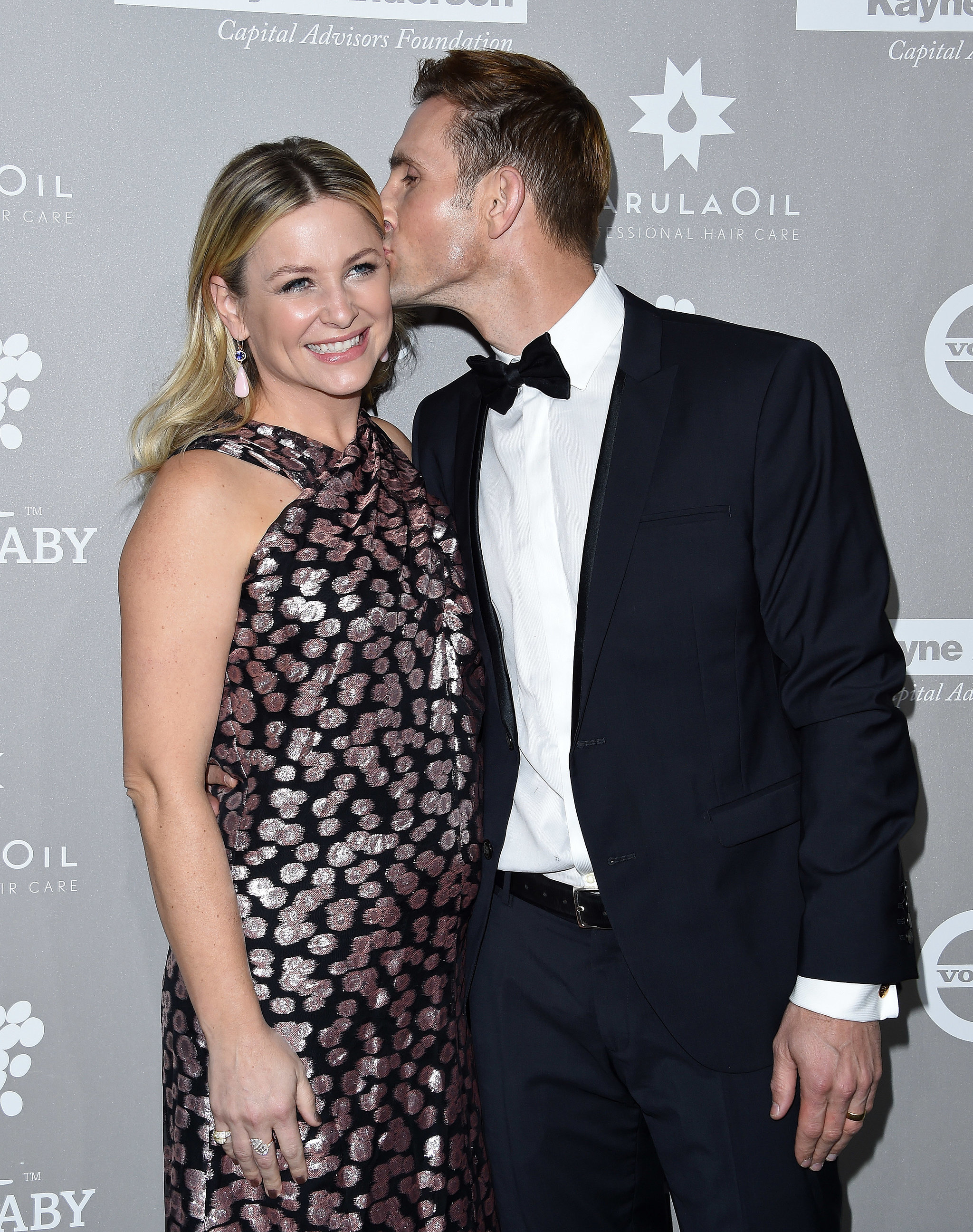 jessica capshaw 34 stars who have buns in the oven