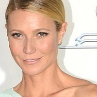 Gwyneth Paltrow needs advice on young girls wearing makeup