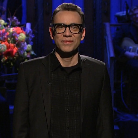 Fred Armisen Pays Tribute to David Bowie on SNL   Video