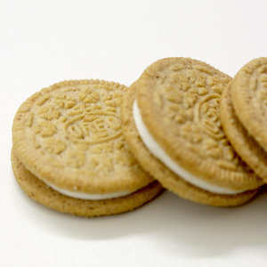 Cinnamon Bun Oreo Review