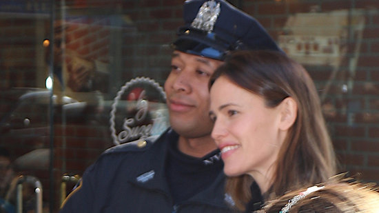 Jennifer Garner Gets Stopped by Police in NYC to Take a Selfie!
