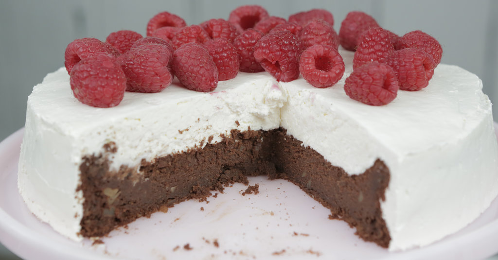 This Flourless Chocolate Cake Comes Together in Minutes