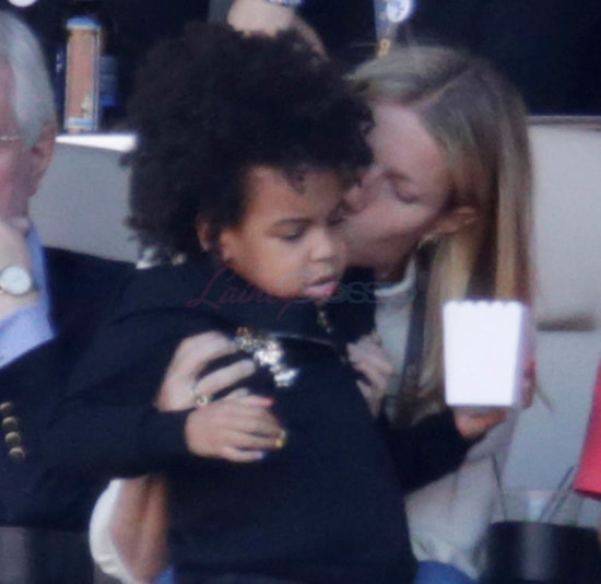 Gwyneth Paltrow babysits Blue Ivy Carter during the halftime show at the Super Bowl