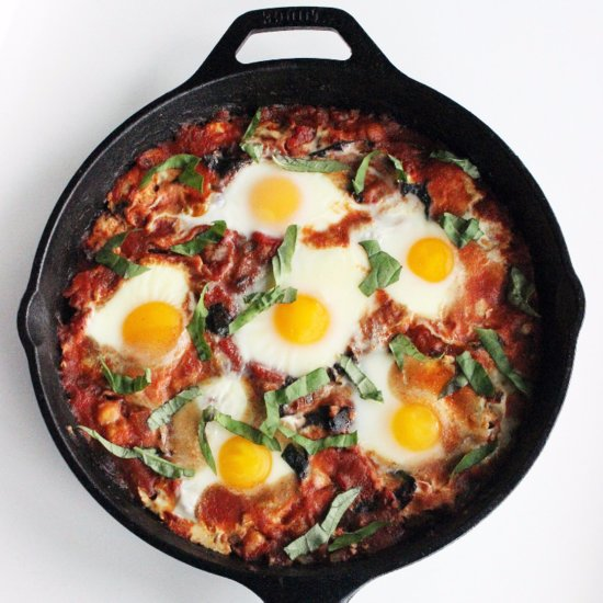 Healthy Baked Eggs in Tomato Sauce
