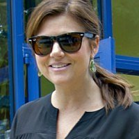 Tiffani Thiessen picks bathroom breastfeeding over public