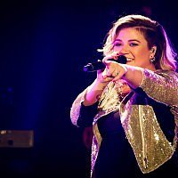 He's here! Kelly Clarkson sticks with a name theme for baby two