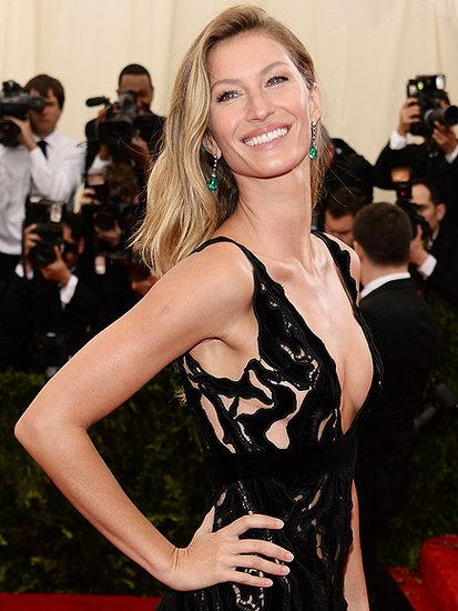 Gisele Bündchen Teaches Jimmy Fallon How to Walk the Runway and Shares How Modeling Helps Her 'the Best Mom I Can Be'