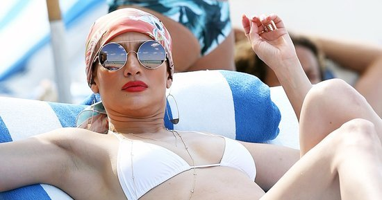 Jennifer Lopez Relaxes on the Beach in Miami, Shows Off Amazing Bikini Body