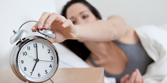 5 Things Healthy Sleepers Never Do (And What They Do Instead)