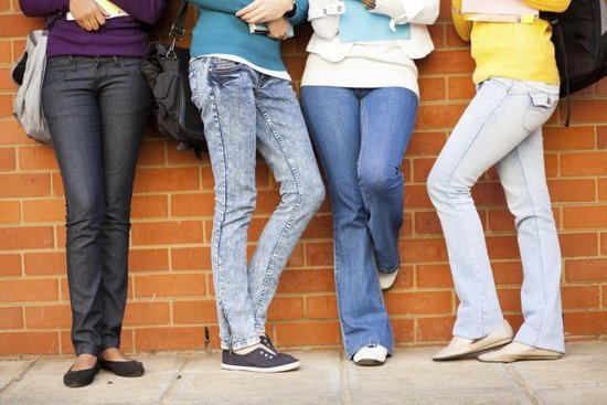 School Board Wants to Ban Skinny Jeans & Students Are NOT Happy About It