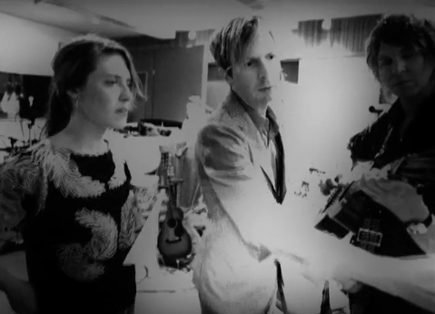 """Music Video of Beck, Feist, Wilco, Jamie Liddell Performing """"Little Hands"""" Together"""