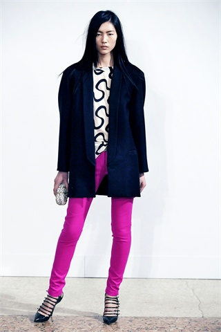 Dundas's Debut Fall 2009 Pucci Collection Minimizes Prints