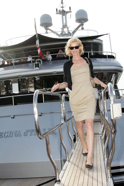 May 22: Eva Herzigova leaves Stefano Gabbana's yacht, Regina D'Italia