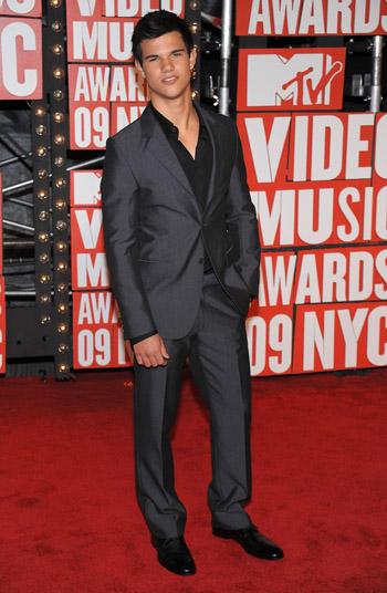 PHOTOS: Taylor Lautner and Ashley Greene at the VMA's!