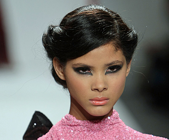 2010 Spring Hair and Makeup Trends 2009-09-21 10:00:00