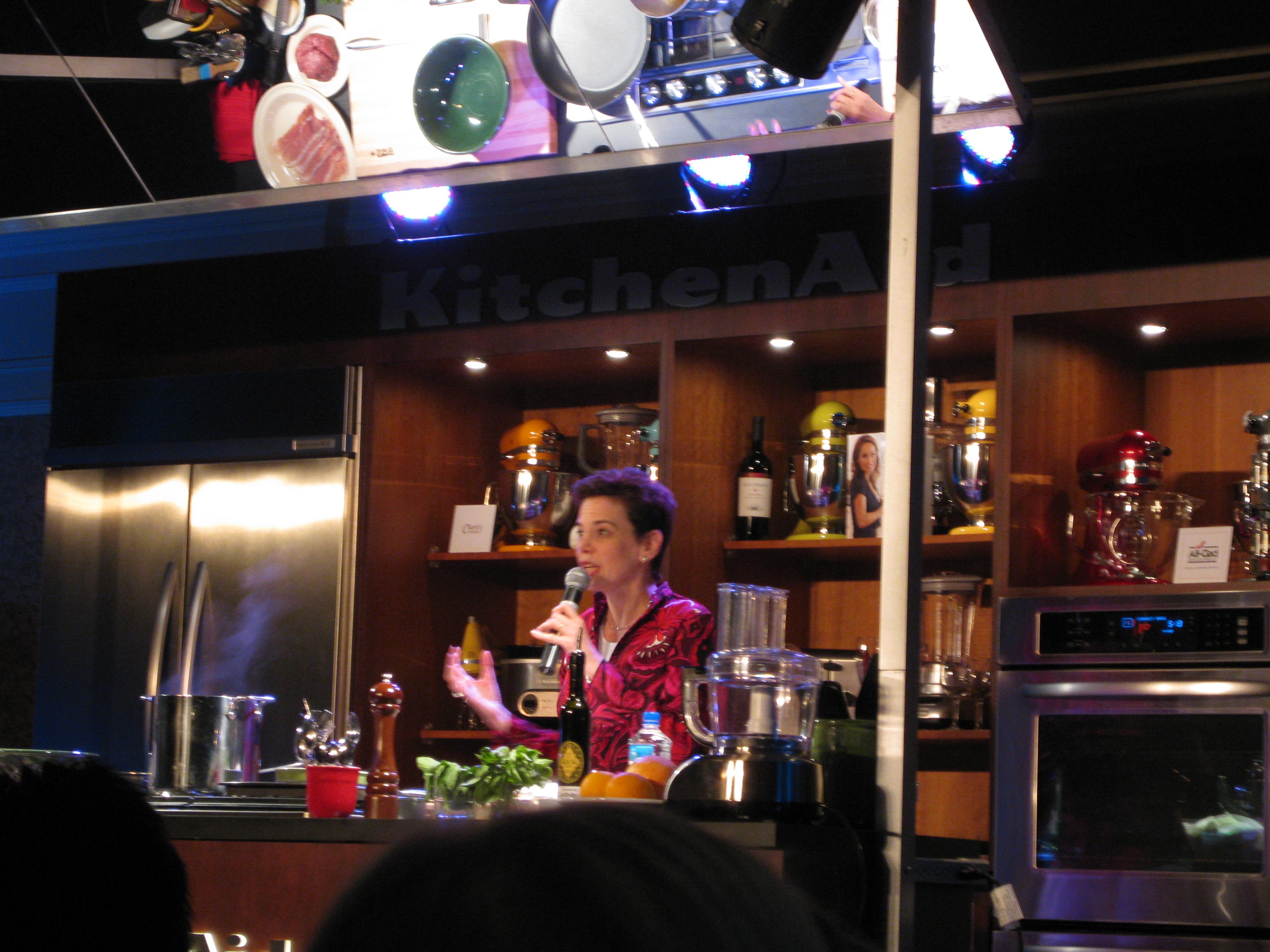 Food & Wine editor-in-chief introducing Giada.