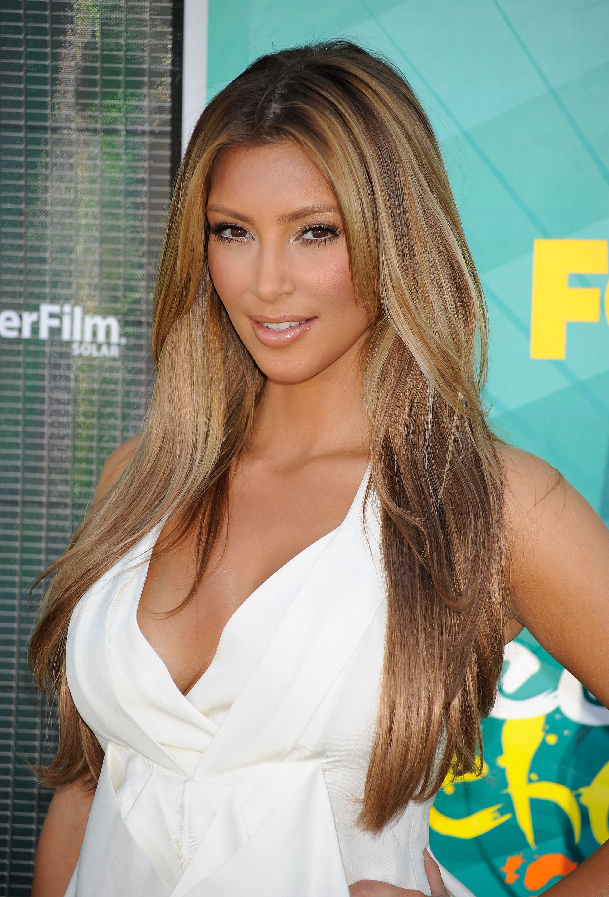 Photos Of Blonde Kim Kardashian On The Red Carpet At The Teen Choice ...
