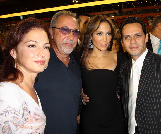 Photo of Gloria Estefan & her friend musician  Jennifer Lopez - Miami