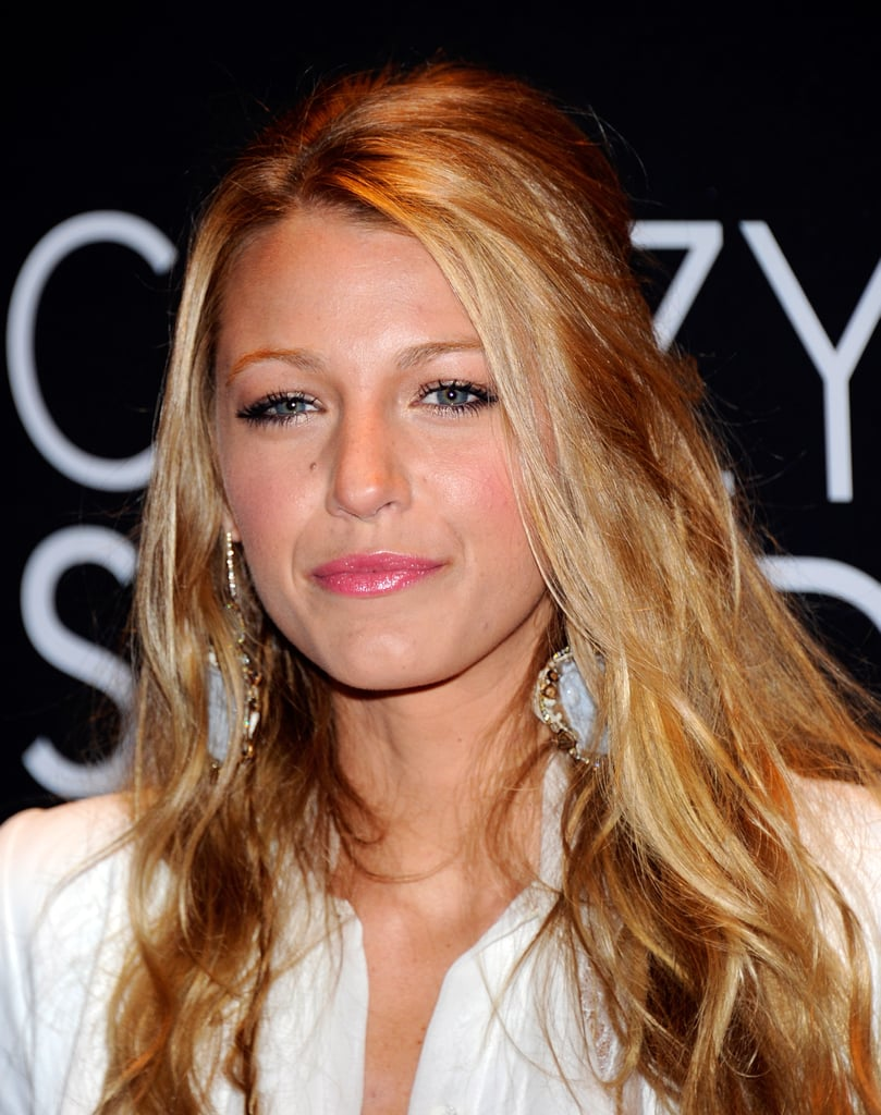 Blake Lively Goes White to Accept Her CinemaCon Award