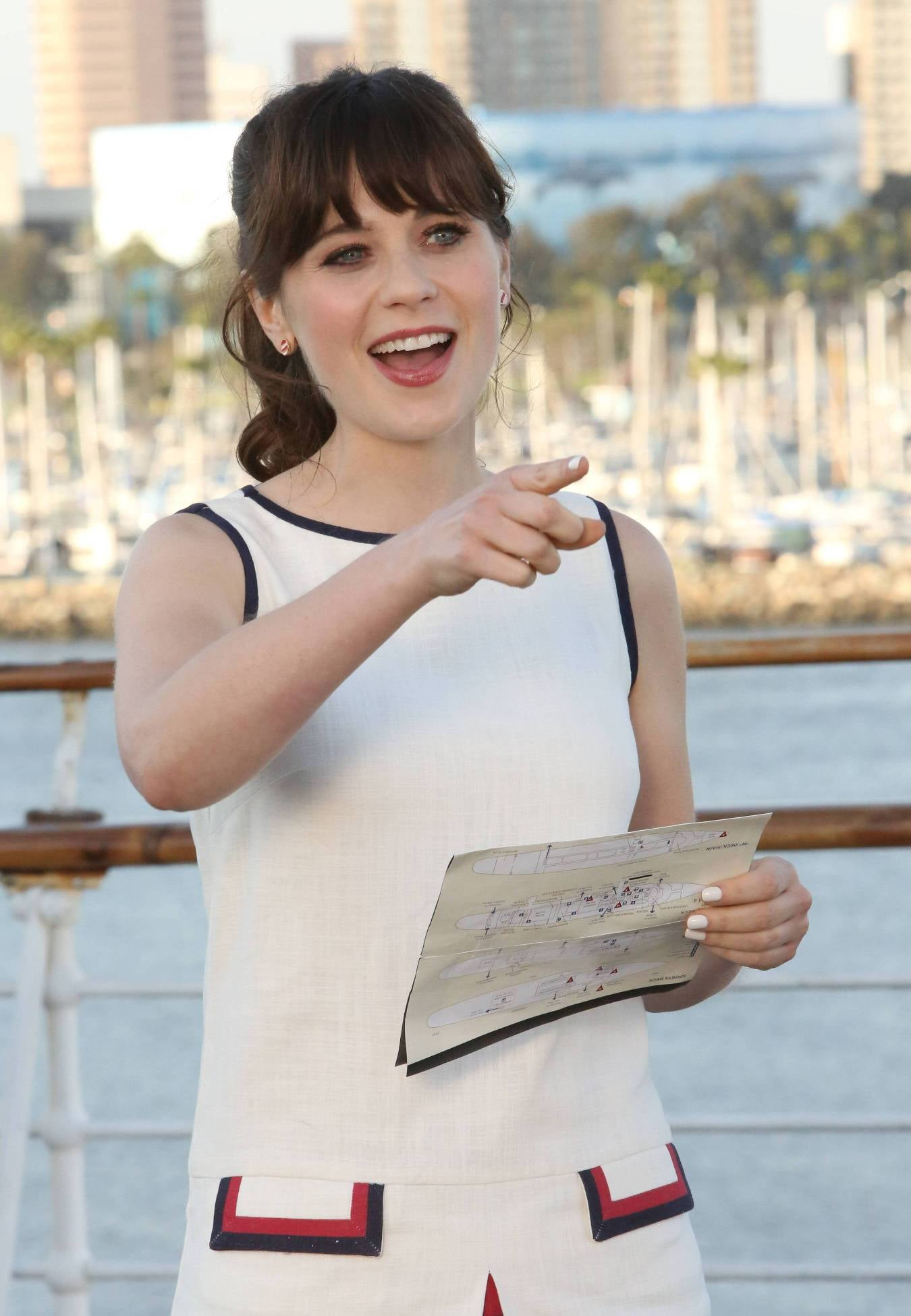 Jess (Zooey Deschanel) is ready to ship off on the season finale of New Girl.