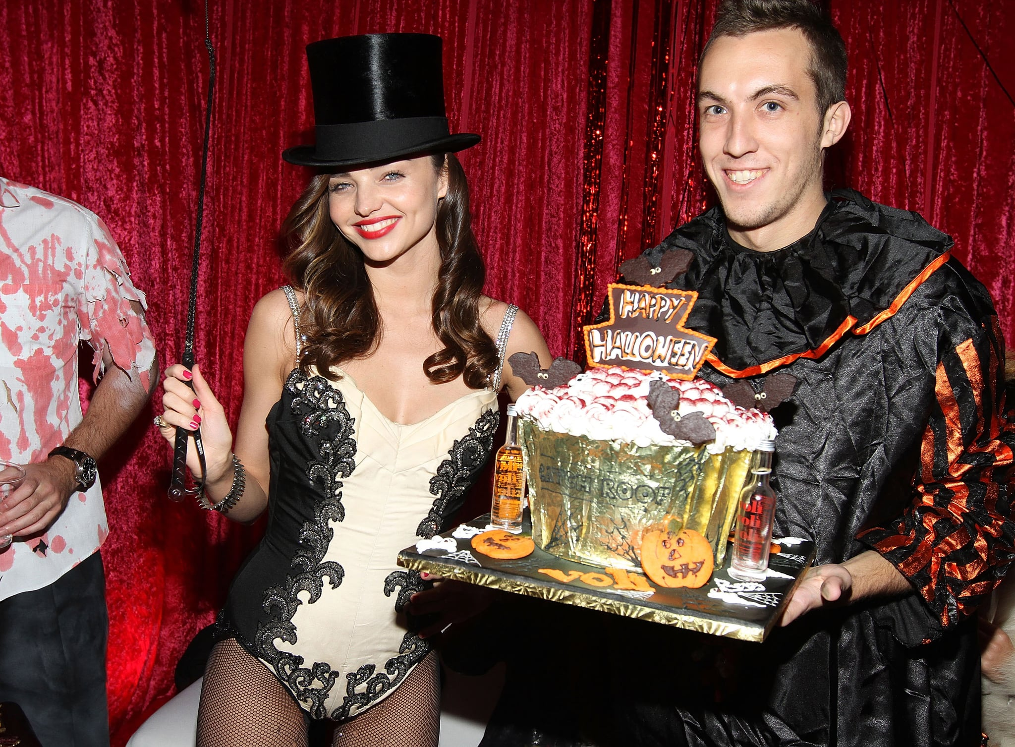 Miranda Kerr presented a Halloween cake at her NYC party.