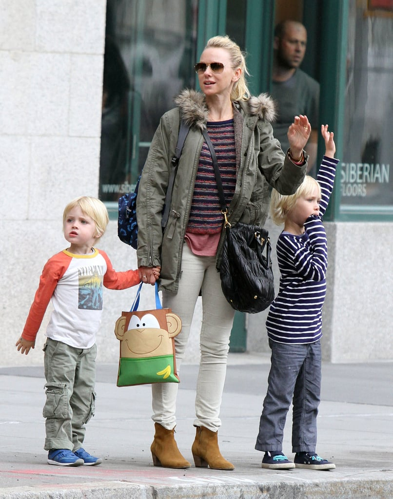 Naomi Watts got some help waving down a cab from Kai Schreiber and Sasha Schreiber.