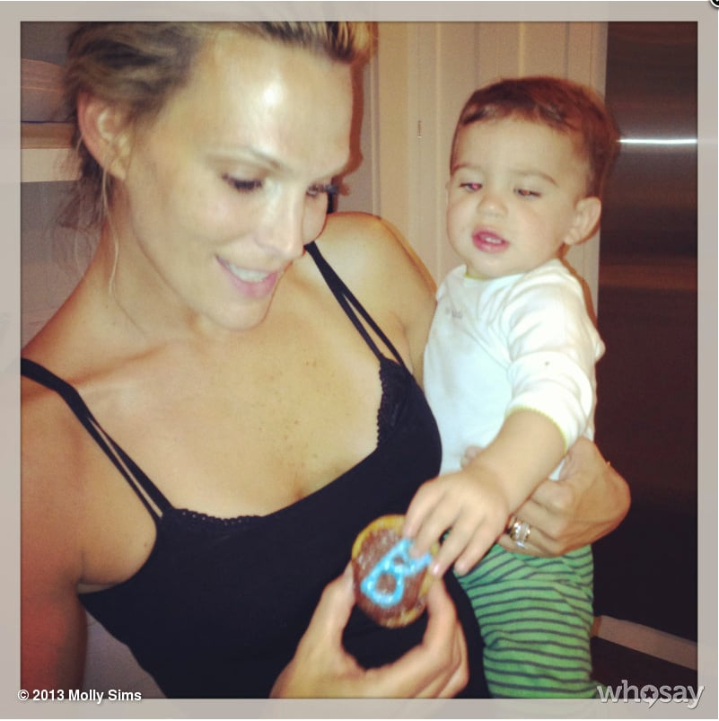 Molly Sims and Brooks Stuber spent a rainy afternoon baking cupcakes. Source: Twitter user MollyBSims