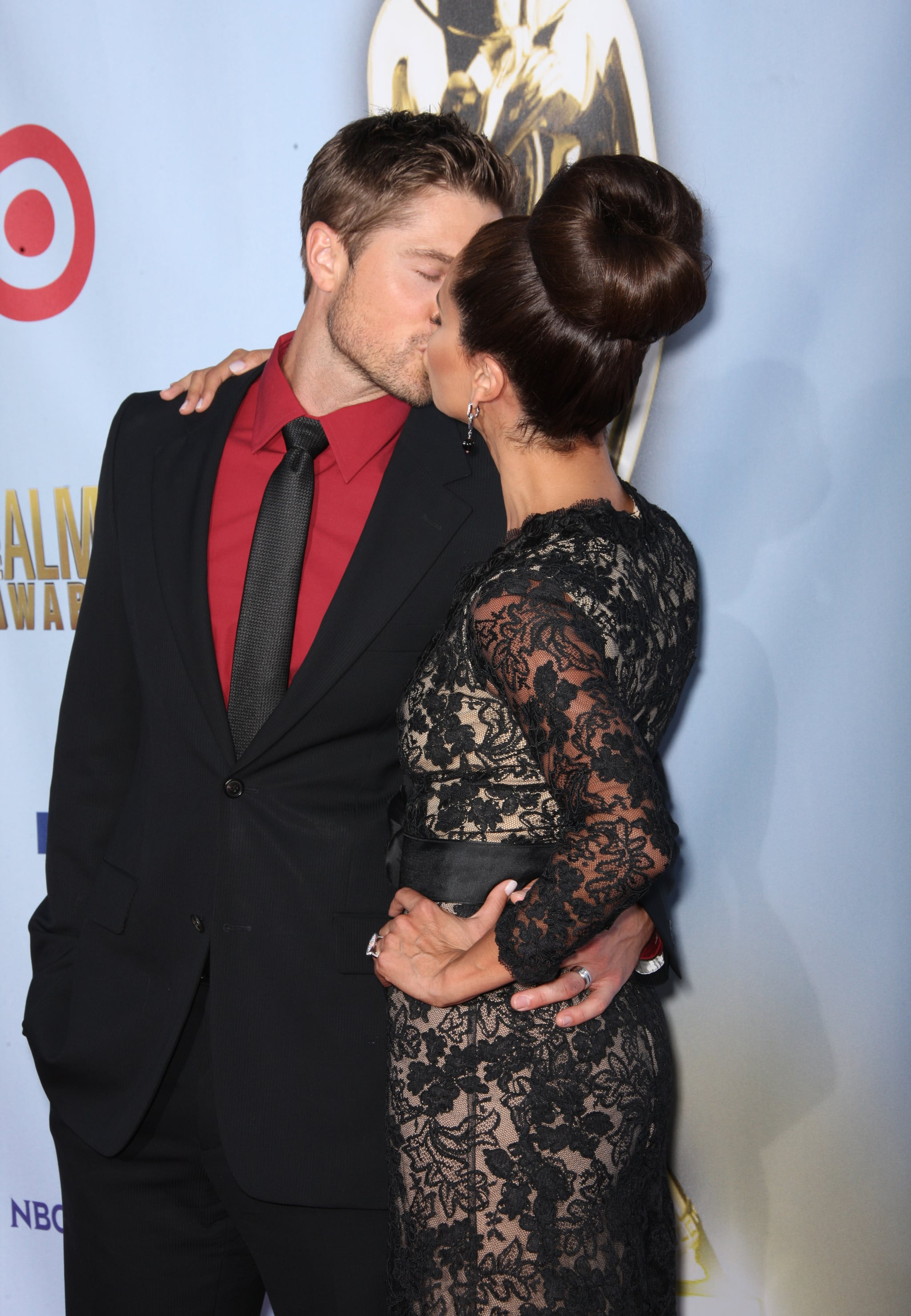Roselyn Sanchez kissed her husband Eric Winter at the ALMA Awards.