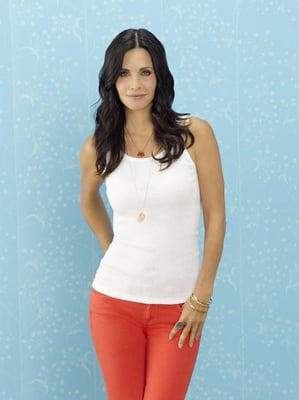 Jennifer Aniston in Season Premiere of Cougar Town