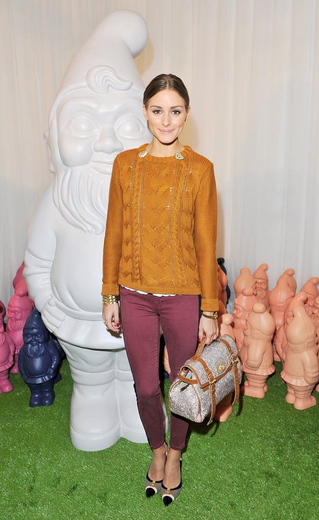 We love Olivia as much for her high-fashion ensembles as we do for her accessible combos, like this one that she showed off at Mulberry's Spring show in London. She paired a BB Dakota sweater with skinny Current/Elliott jeans, then upped the ante on the look with a printed Mulberry satchel. 8761718