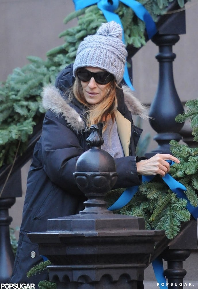 Sarah Jessica Parker tried to stay warm while decorating her home.