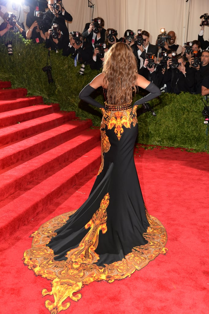 Beyoncé showed off the train of her custom Givenchy look – complete with black elbow-length gloves.