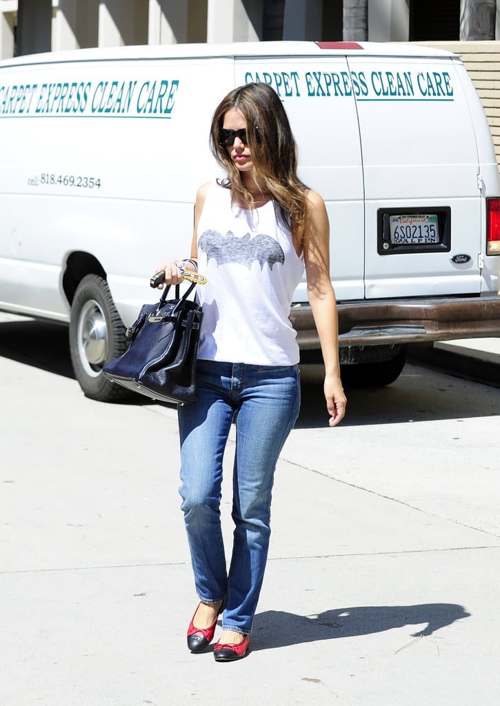 Rachel Bilson looked cute-as-a-stylish-button in her Zoe Karssen Batman tank (cool), Chanel ballet flats (gimme), Chloé sunglasess (we want) and black Hermès Birkin bag (we die). It's an easy, casual outfit, taken to the next level by some high-end accessories. Perfection.