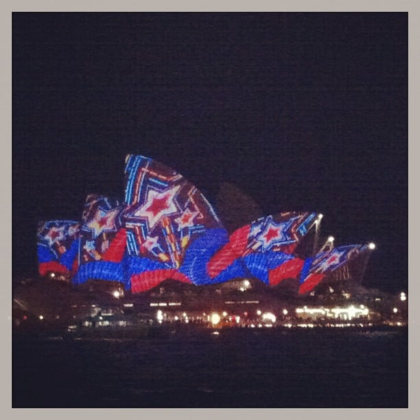The Sydney Opera House doesn't need makeup, but when she wears it. . . Damn, she's extra pretty.