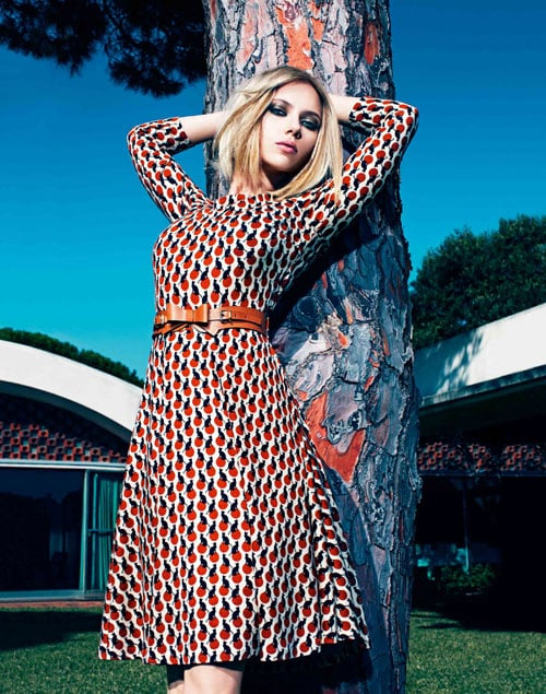 A vintage print dress shows off Scarlett's curves.