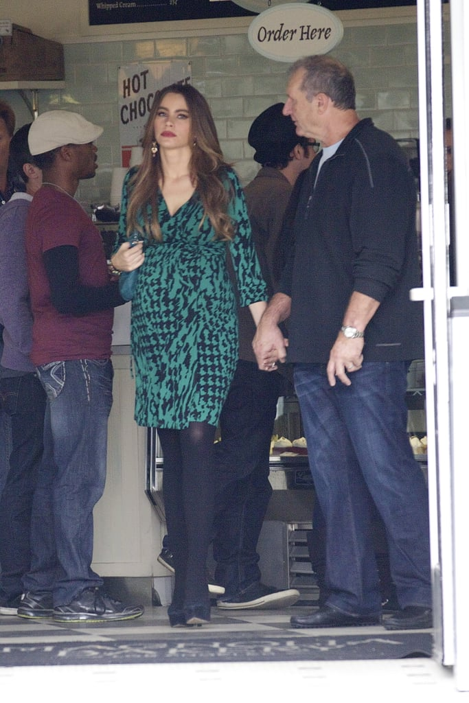 Sofia Vergara and Ed O'Neill Prep For a Modern Family Baby on Set