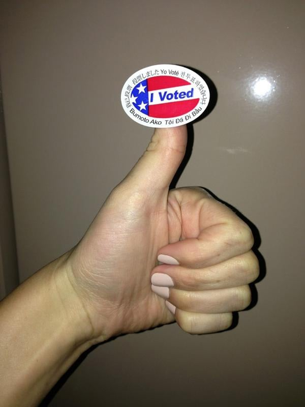 Hilary Duff showed off her sticker and gave a thumbs up. Source: Twitter user HilaryDuff