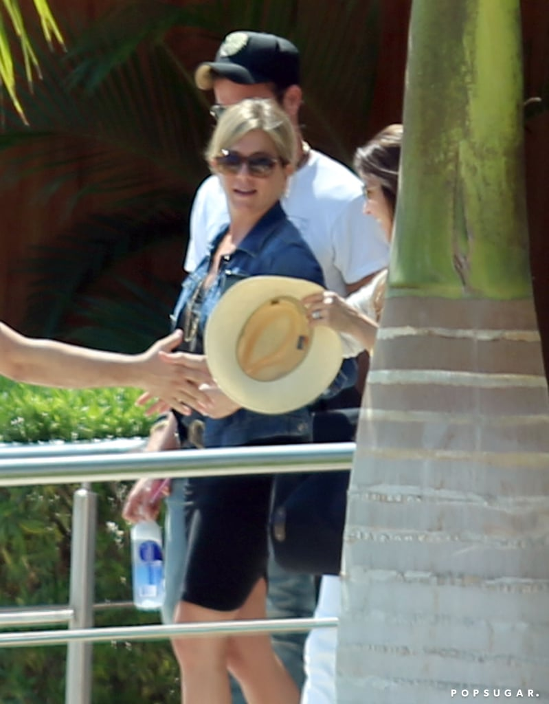 Jennifer Aniston and Justin Theroux arrived in Mexico to vacation with their friends.