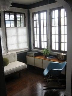 Su Casa: A Cool and Modern Sunroom