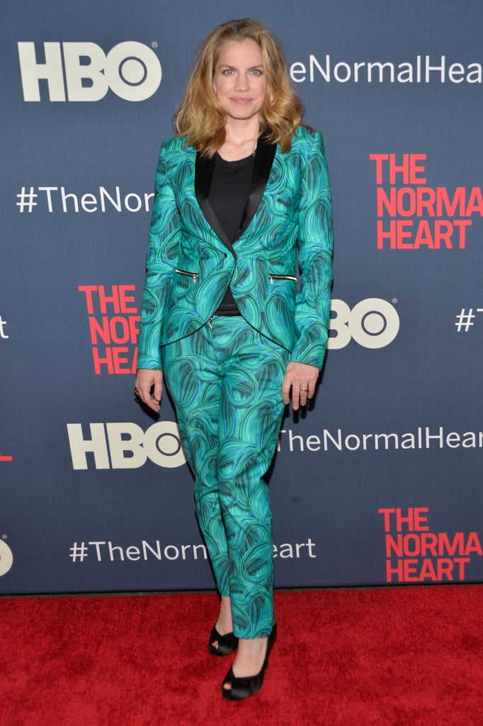 Anna Chlumsky wore a patterned suit.