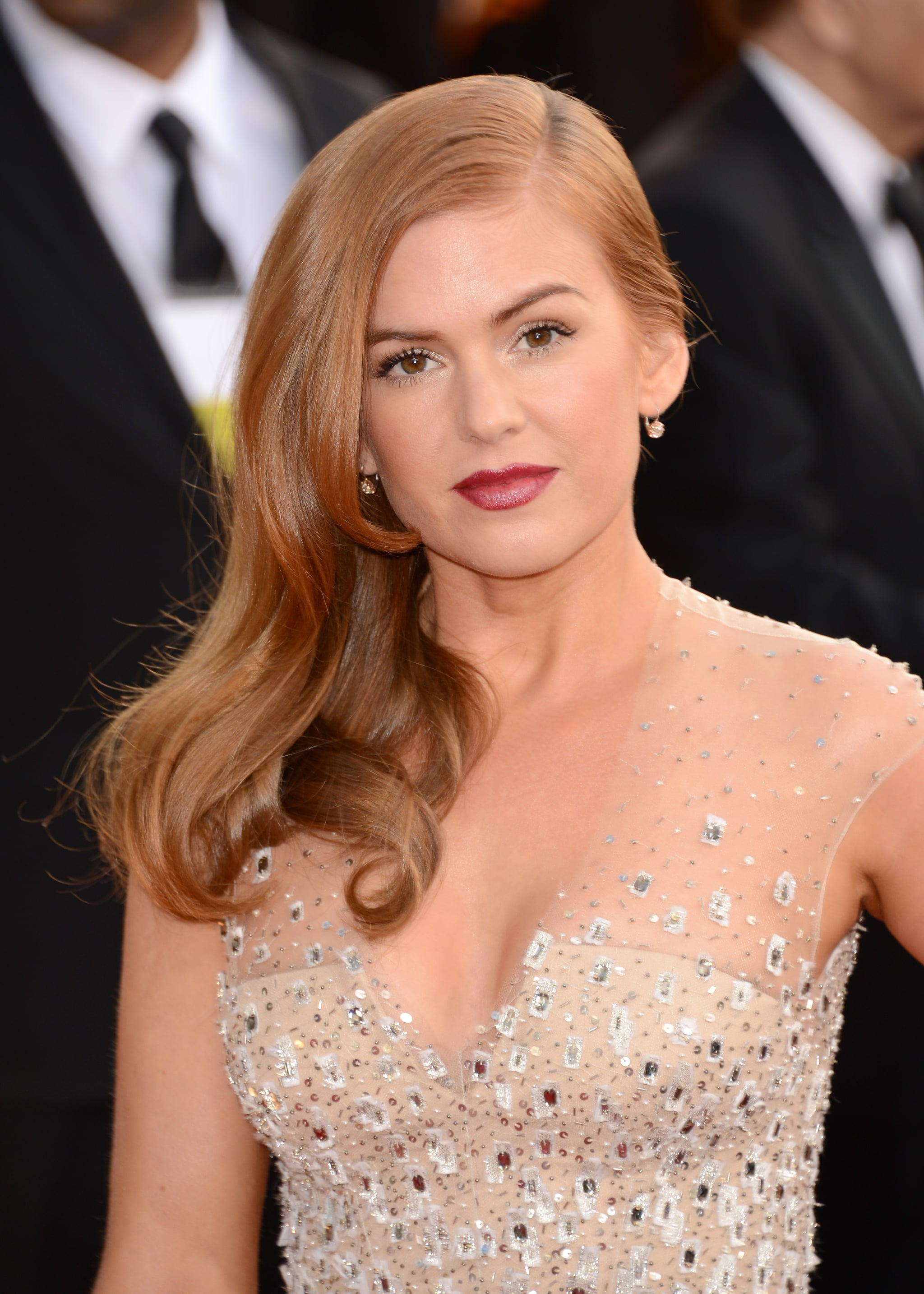 Isla Fisher looked flawless on the red carpet.