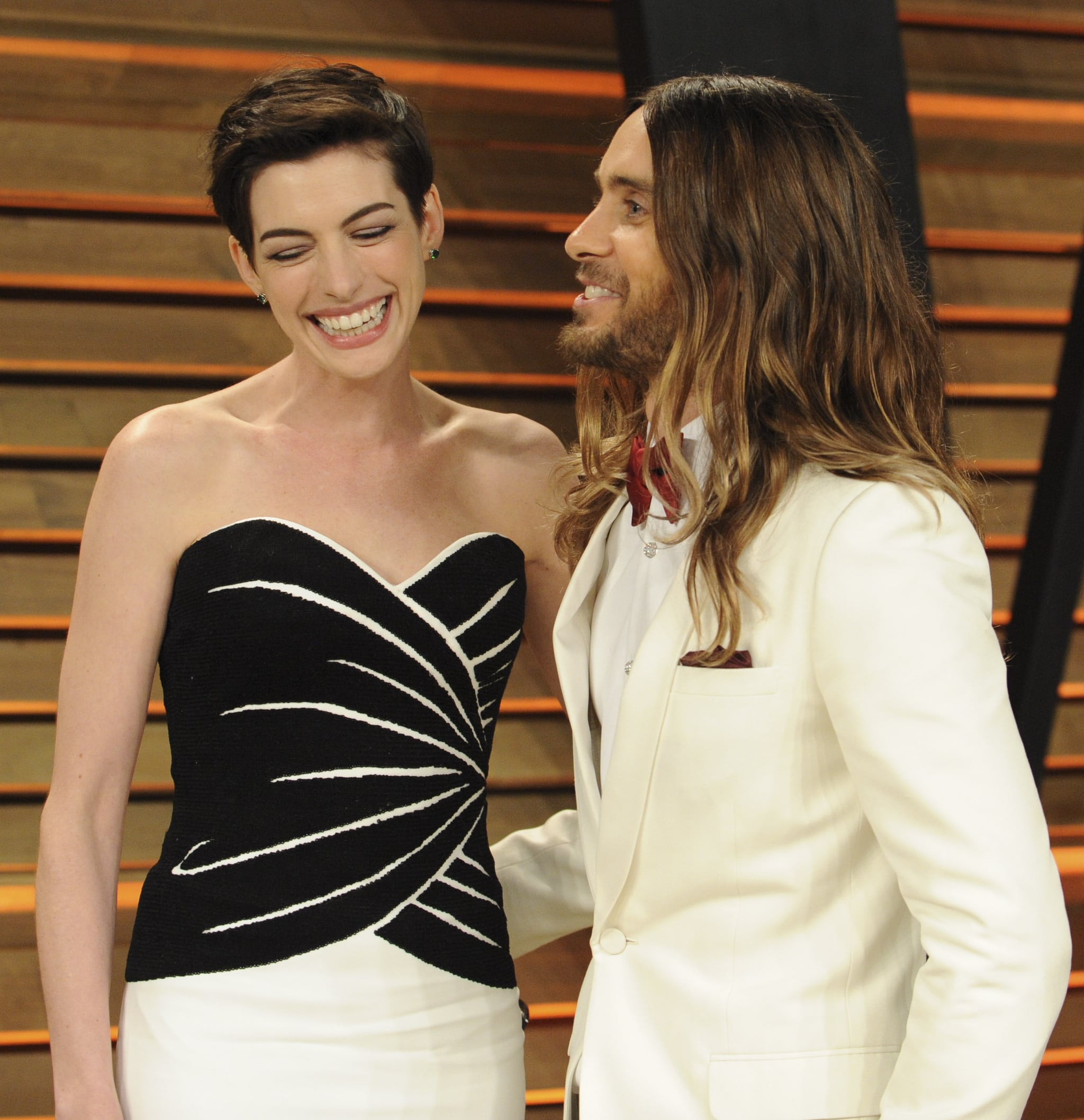 Jared gave Anne Hathaway the giggles after photobombing her at the Vanity Fair Oscars afterparty.