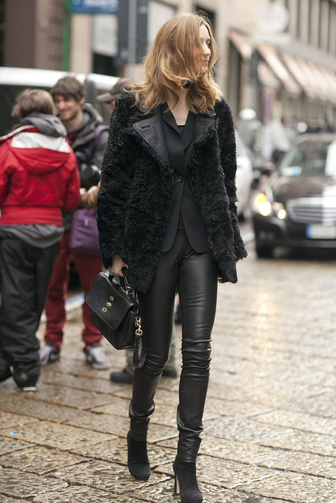 This all-black ensemble got a textural complement with a furry jacket — we're also eyeing that classic Mulberry bag.