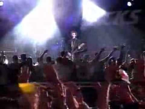 "1996: Bush flawlessly performs ""Glycerine"" despite being showered by heavy rain in Panama City."